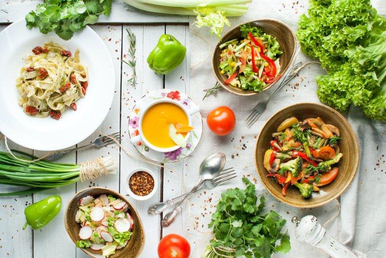 Bilde av retter med grønnsaker.