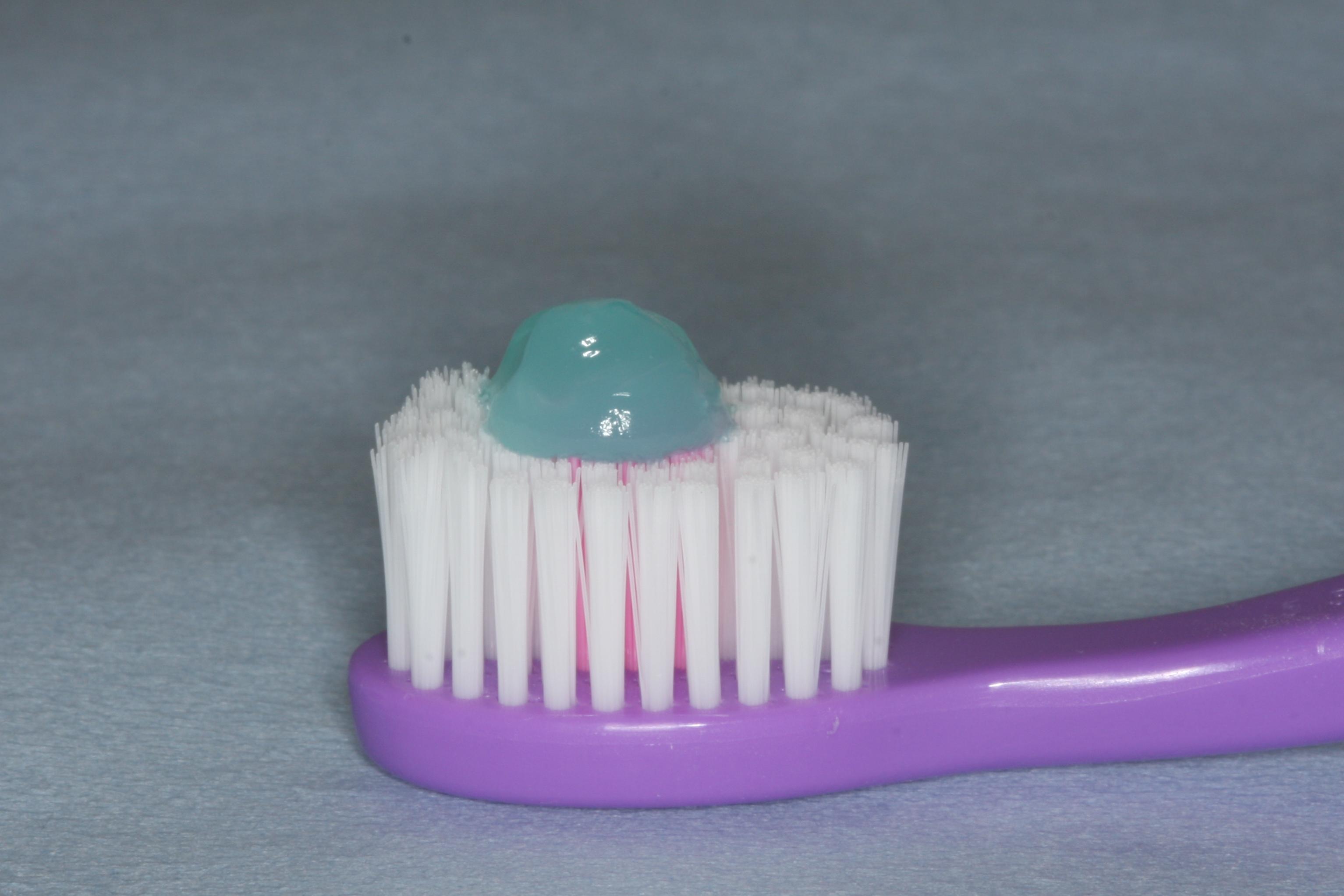 Ertestor-mengde-tannkrem-barneborste.jpg